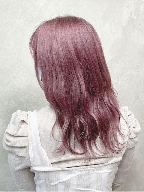 アイドルのような存在感のピンク
