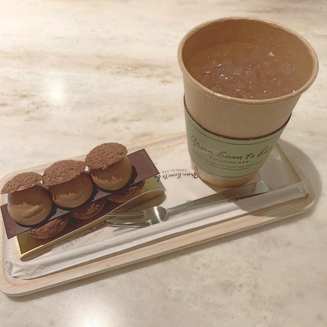 チョコレート専門店のスイーツも味わって