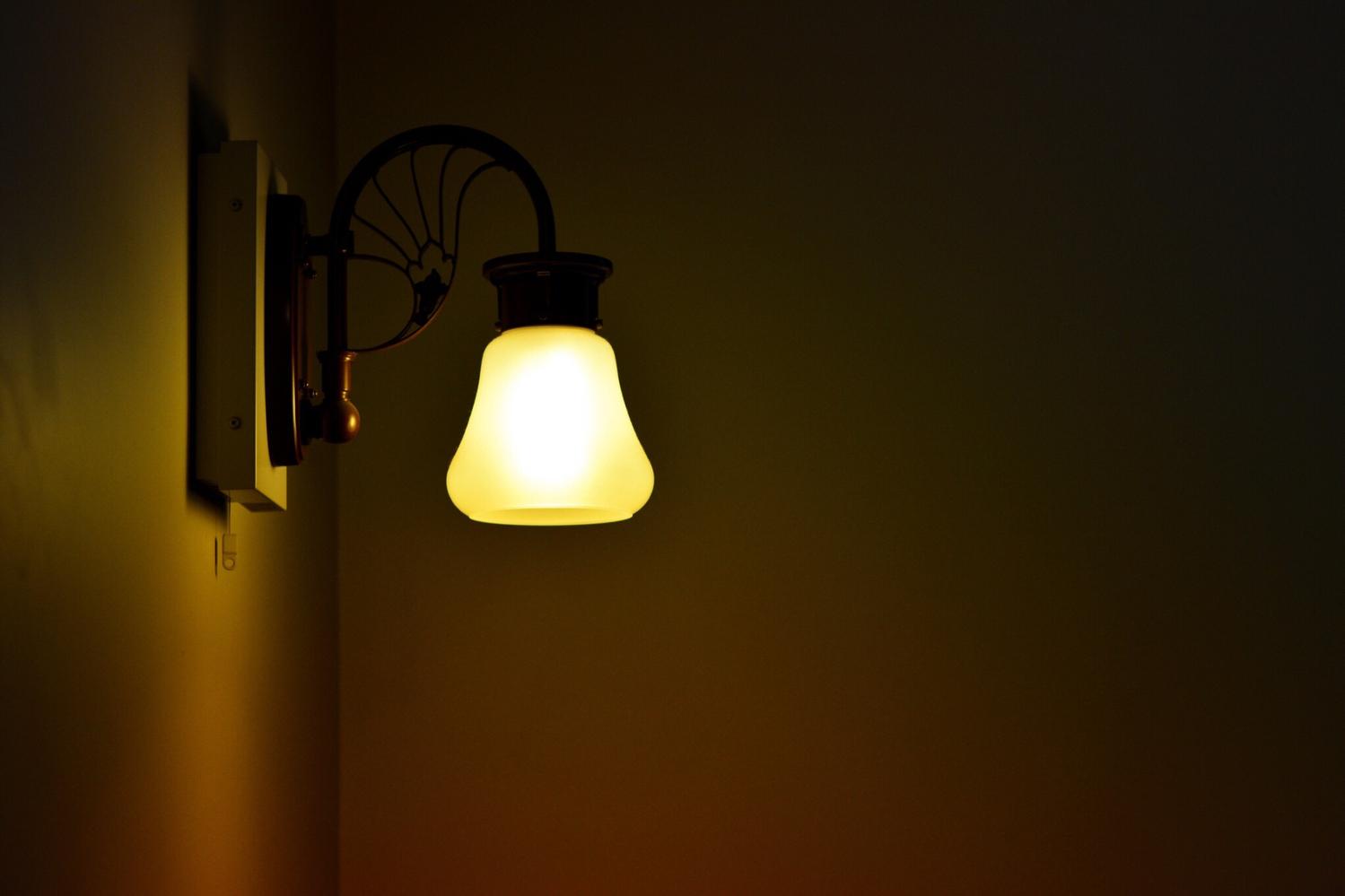 おきて1 部屋の電気は暗め