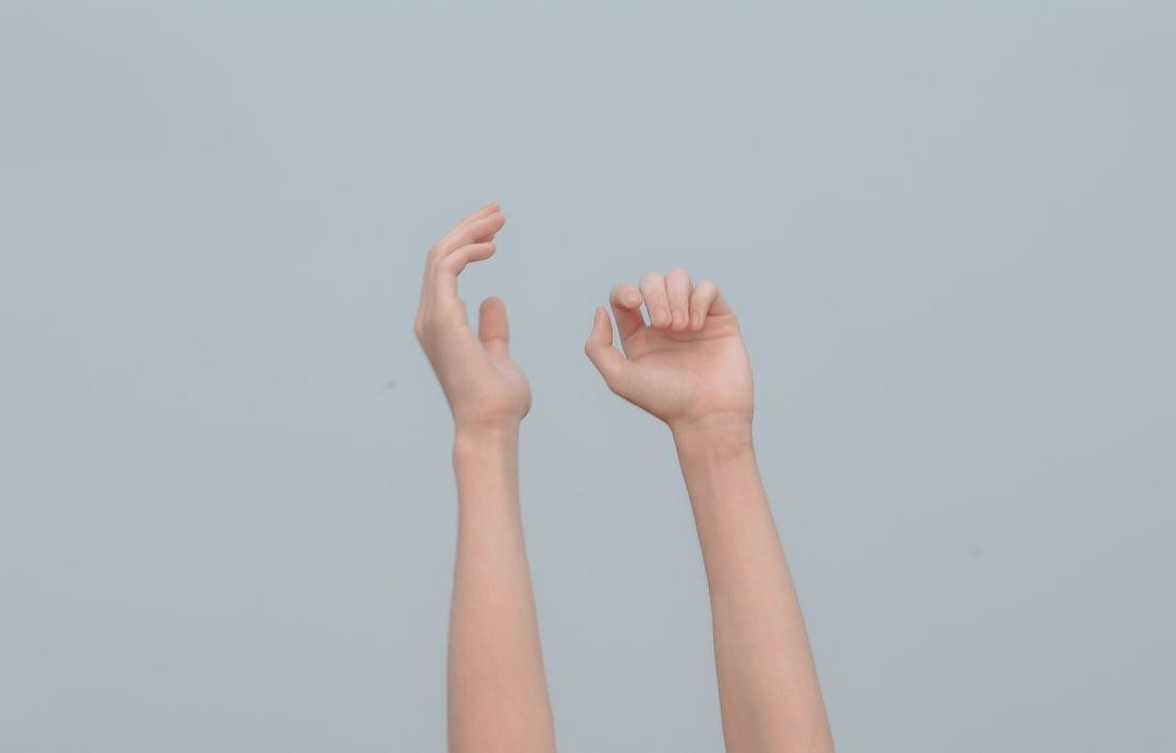 指をキレイに見せる方法って?