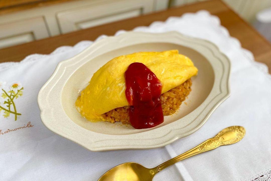 とろとろ卵のオムライスを食べてご機嫌に