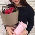 誕生日、貰って嬉しいのは〈お花+使える物〉です。6色のブーケ+プレゼントを提案