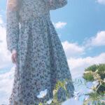 碧空に溶け込む君が眩しい。どこまでも澄んだ気持ちになれる、ブルーワンピース図鑑