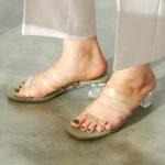ファッションから涼しさを。清涼感&透明感溢れるクリアサンダルコレクション10