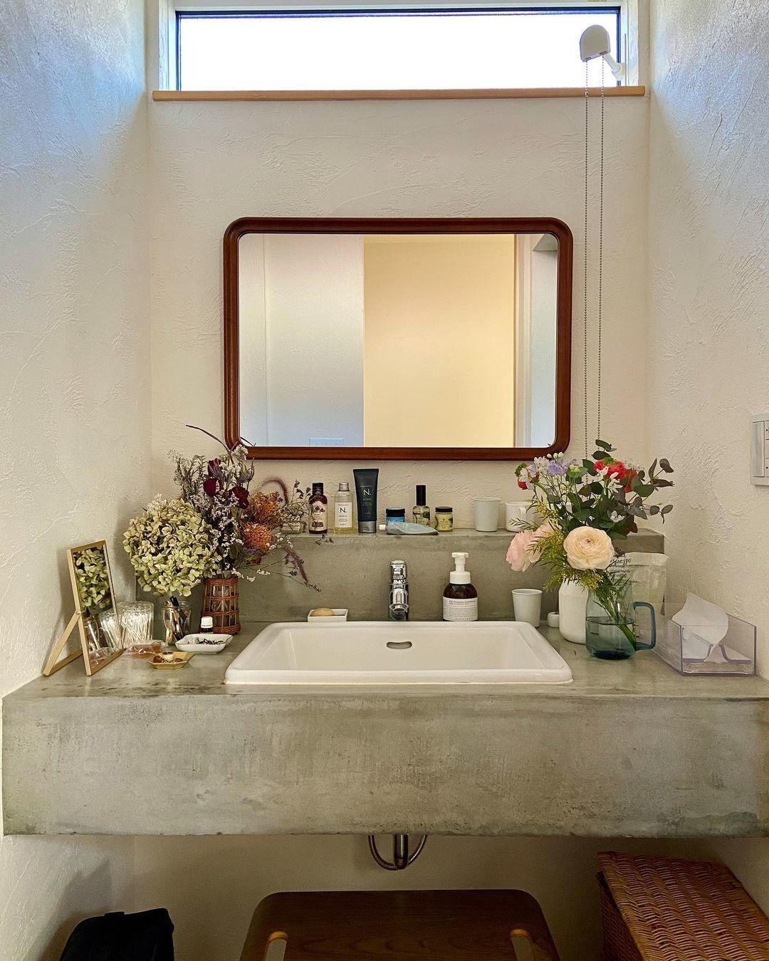 1_洗面台に、花と良い香りを充満させて