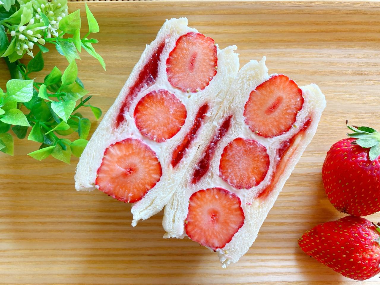 ランチパックといちごのフルーツサンド
