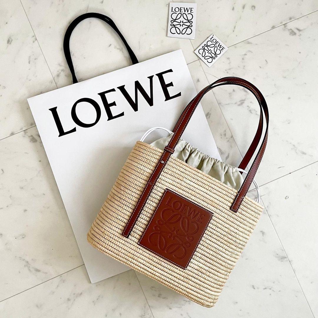 LOEWEのカゴバッグ