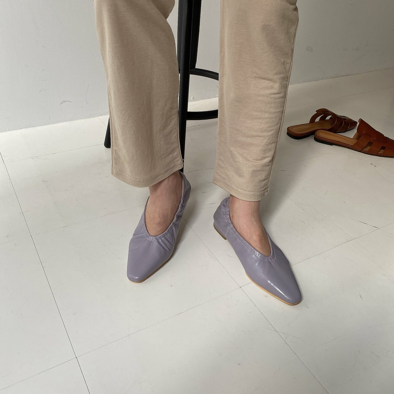simple flat shoes