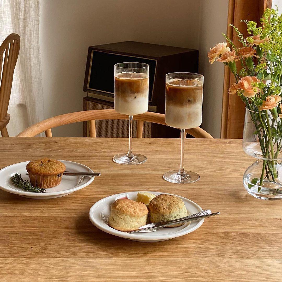 焼き菓子とカフェラテ