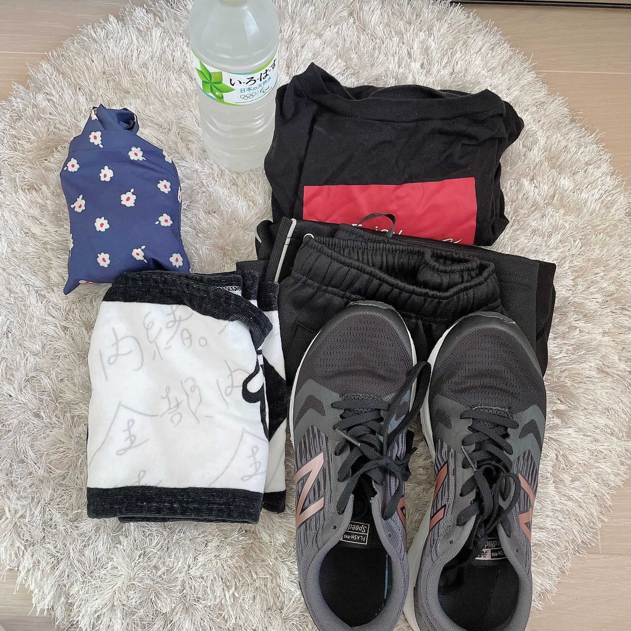 エコバッグ、ペットボトル、tシャツ、タオル、靴
