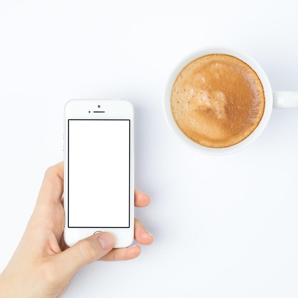 スマートフォンとコーヒー