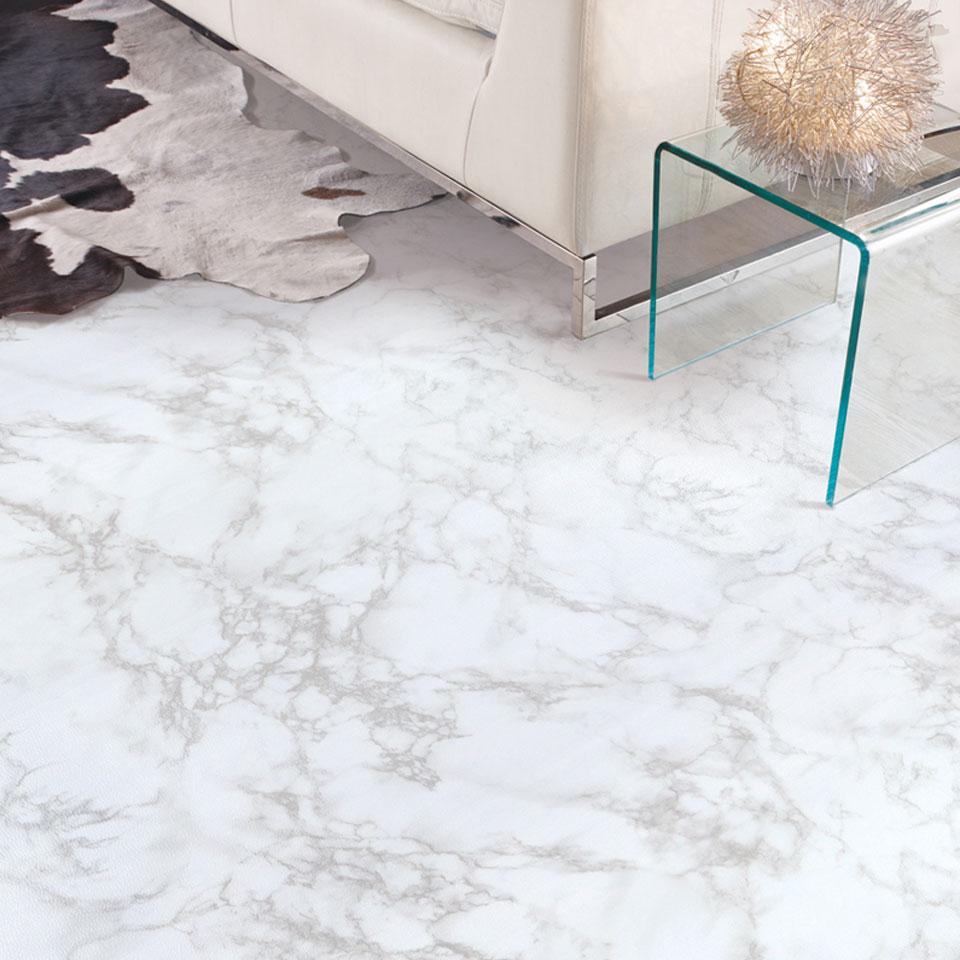 貼り付けられる床シート