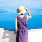 琵琶湖を眺める女性
