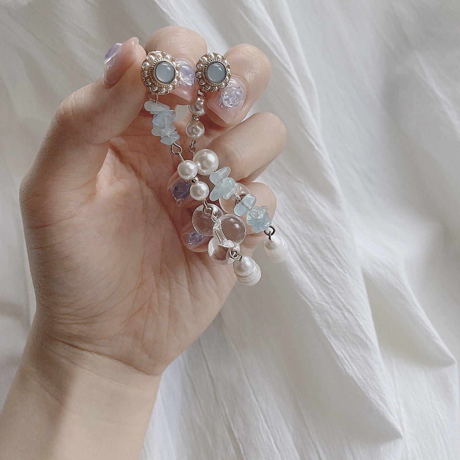 宝石のようなイヤリング