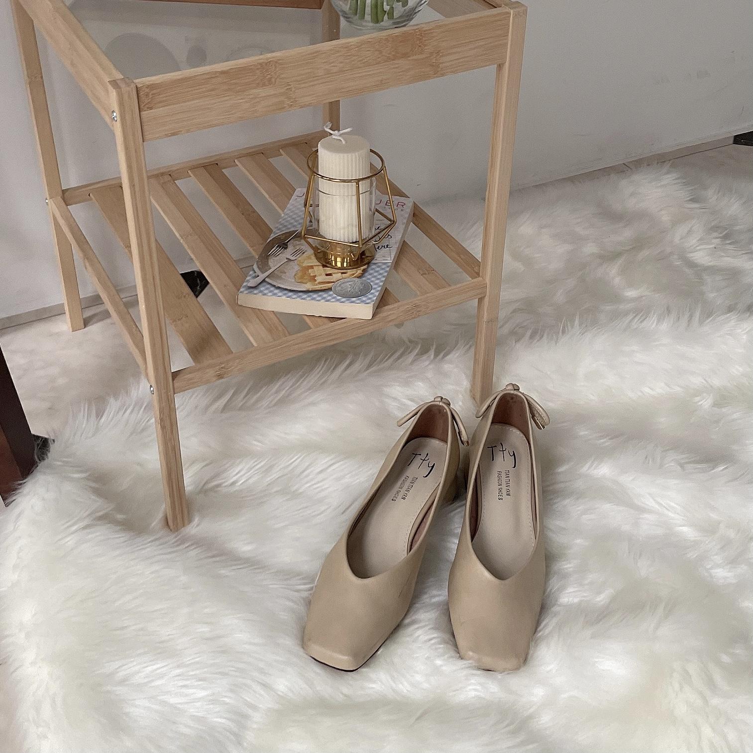 テーブルと靴