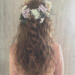 茶髪のかわいい女の子の後ろ姿