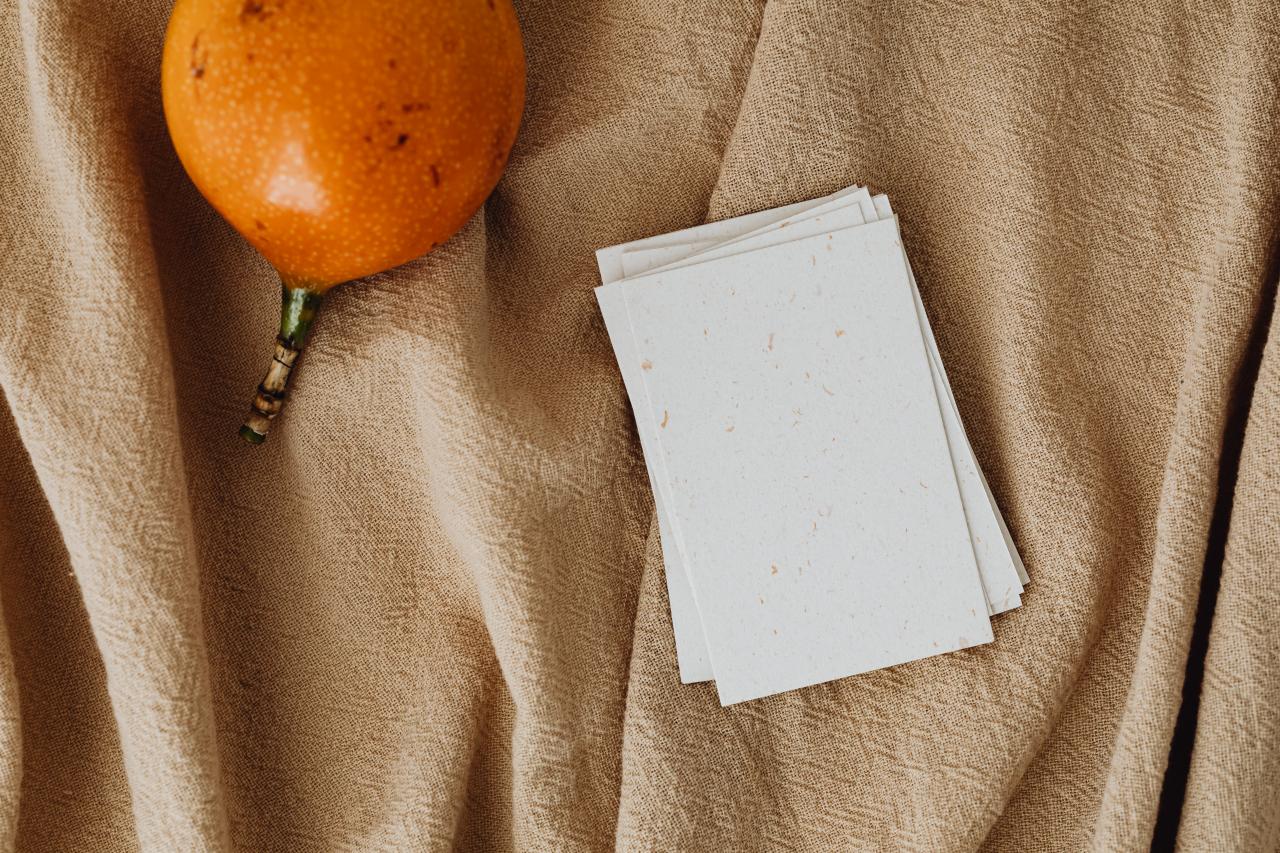 名刺と果物