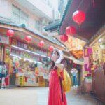 台湾の観光地を旅行する女性