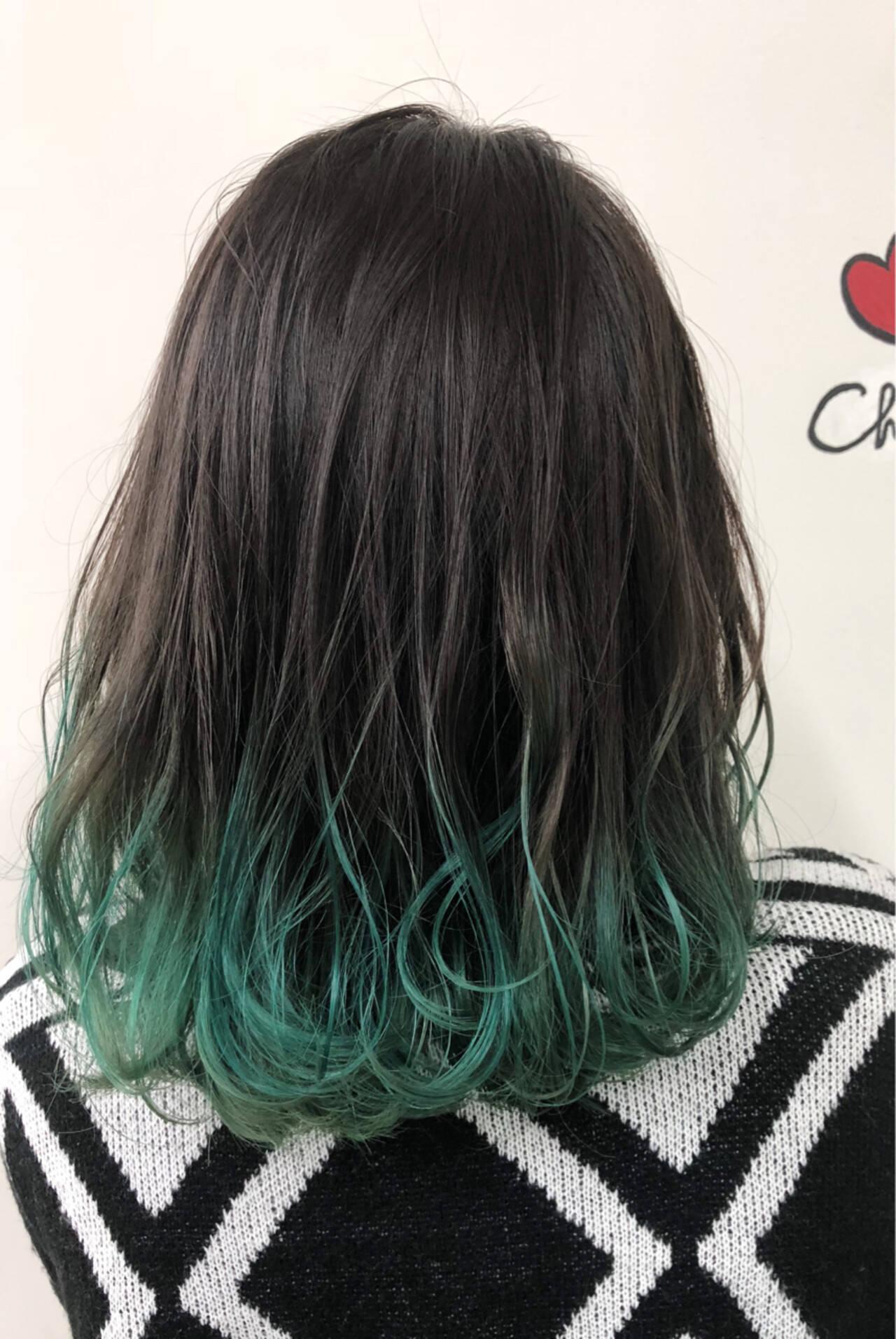 黒髪グリーングラデーションスタイル