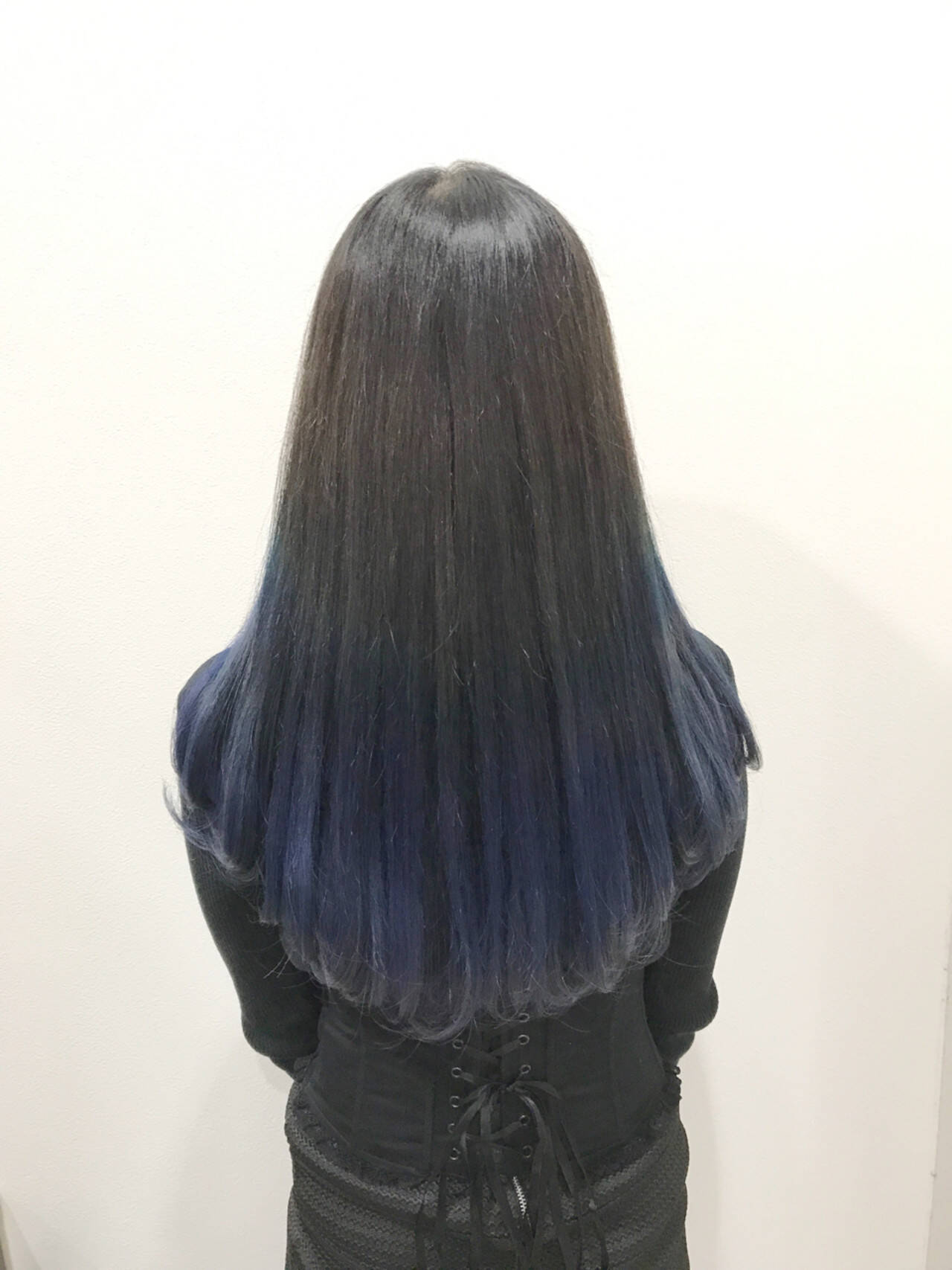 黒髪ブルーグラデーションスタイル