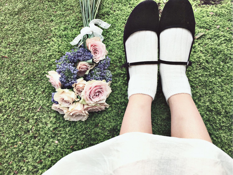 足元に花束