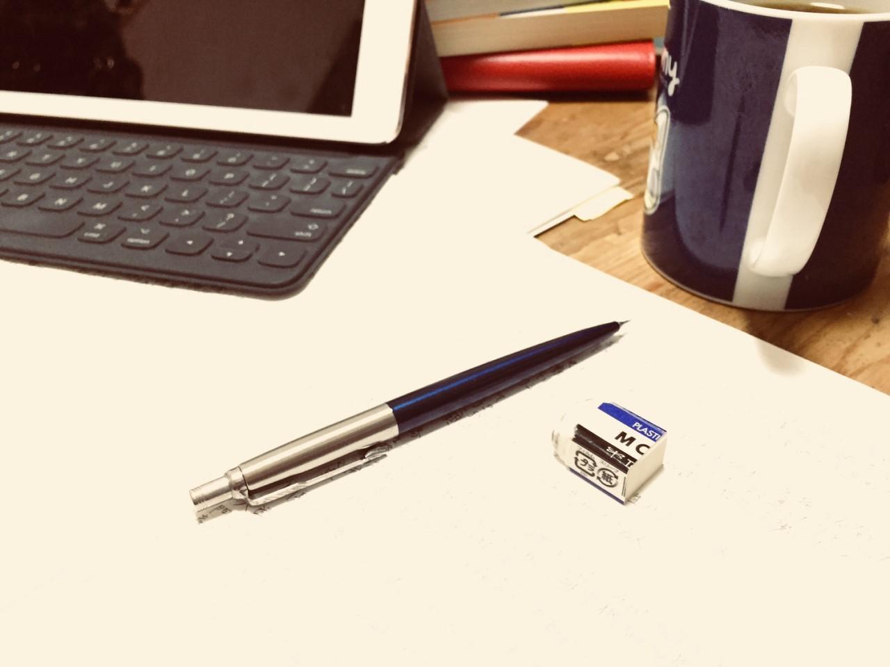 パソコンとペンとノート