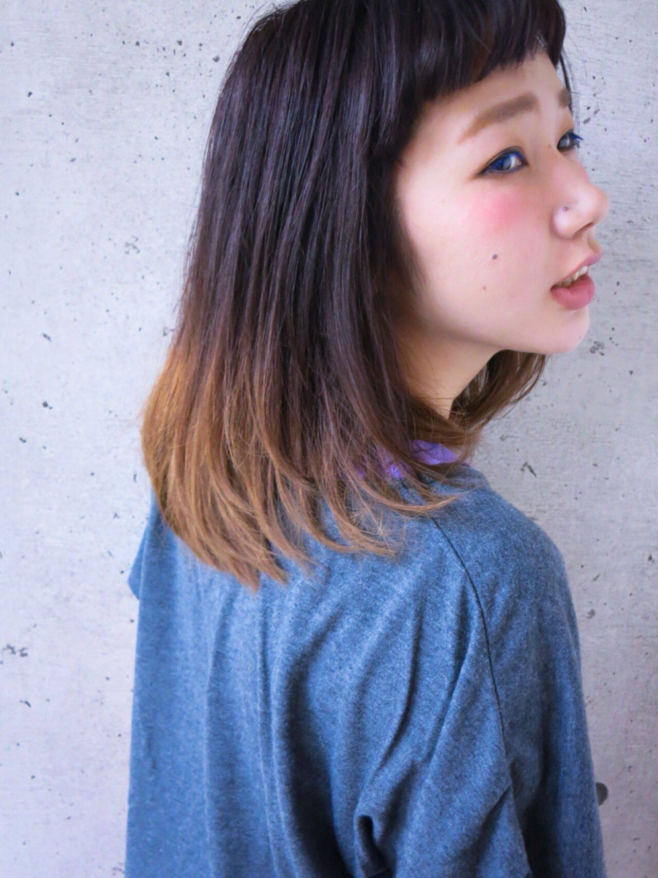 黒髪アッシュグラデーションスタイル