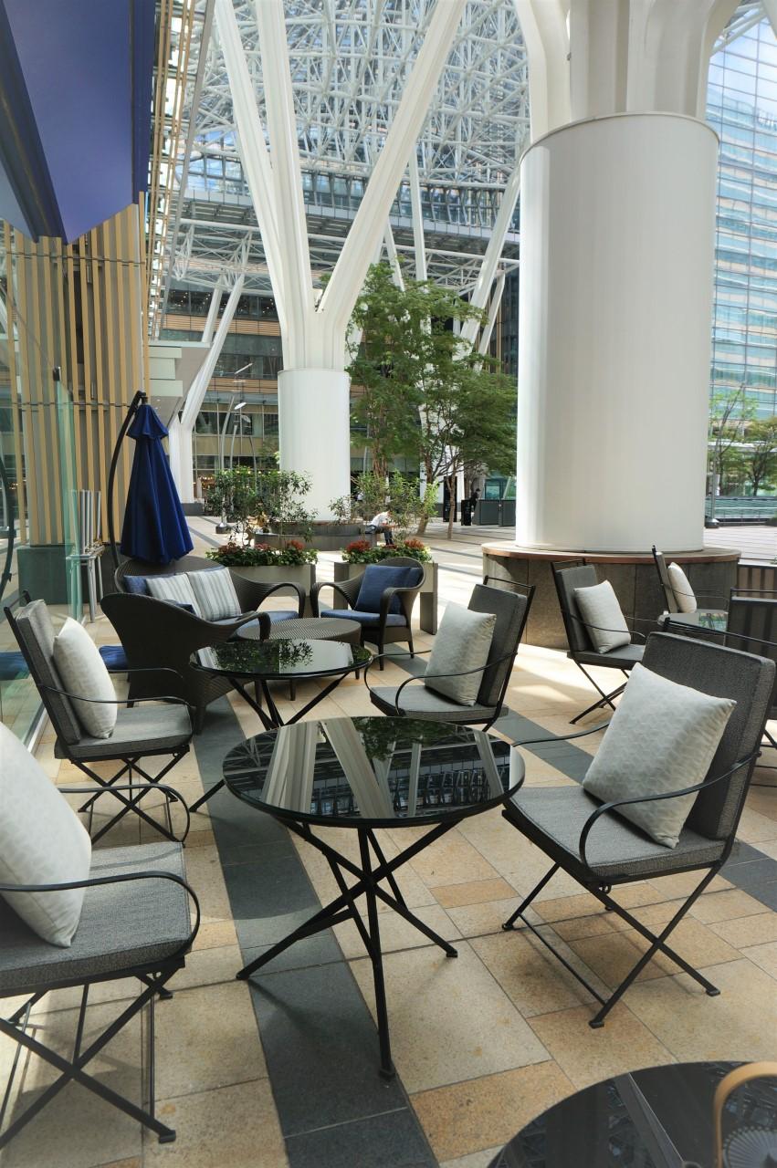 ザ・リッツ・カールトン東京 カフェ&デリのテラス席