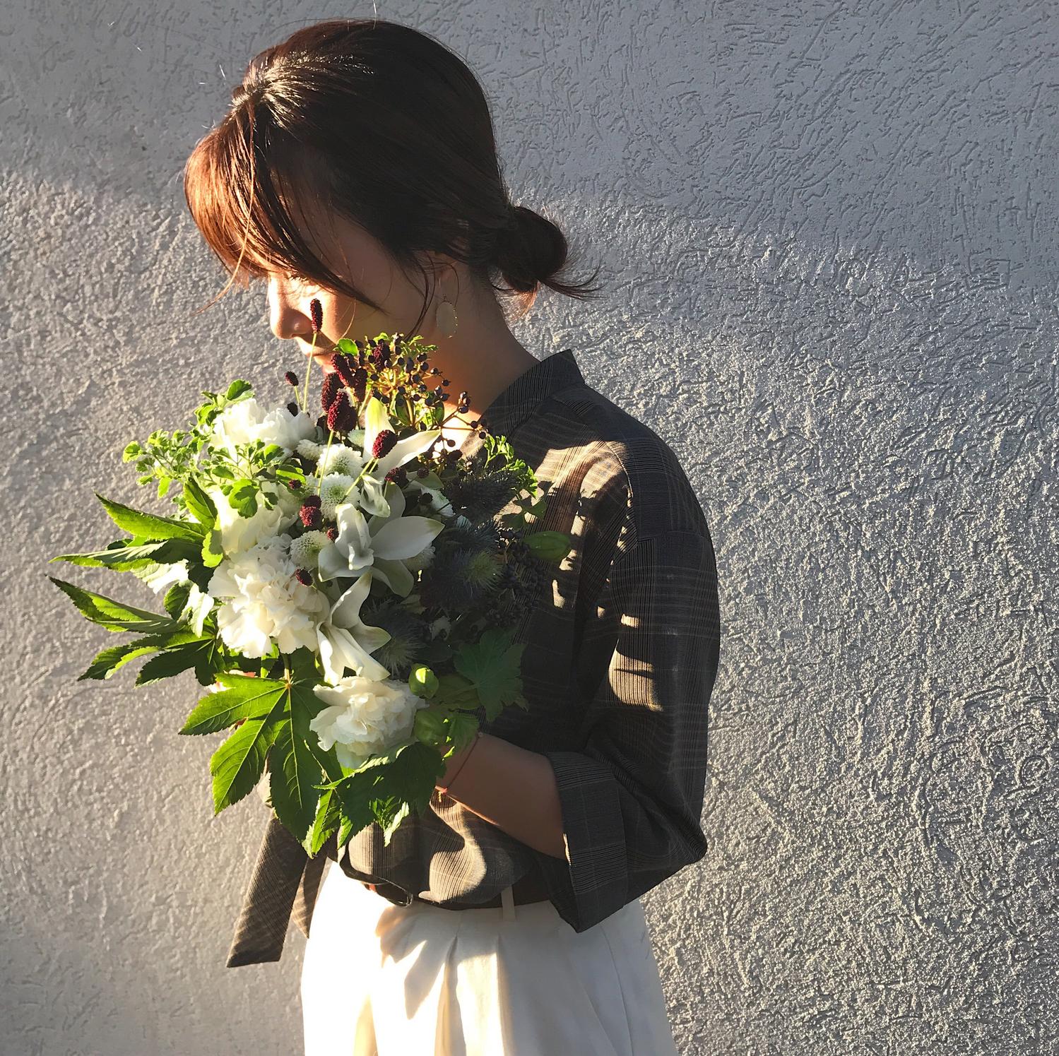 花を持っている女の子
