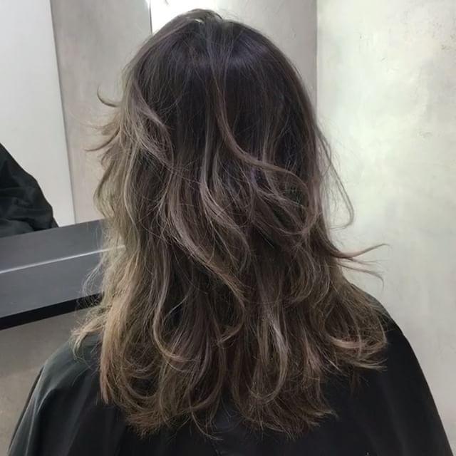 黒髪ベージュグラデーションヘアスタイル