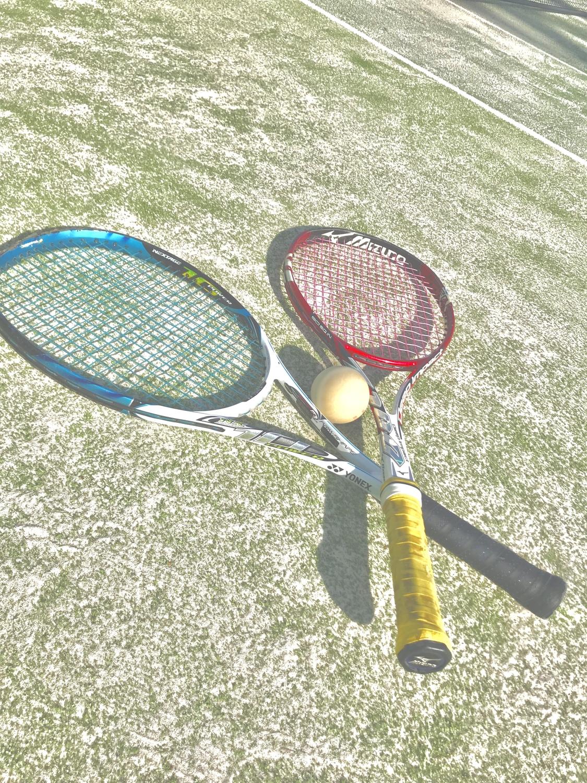 二つのテニスラケット