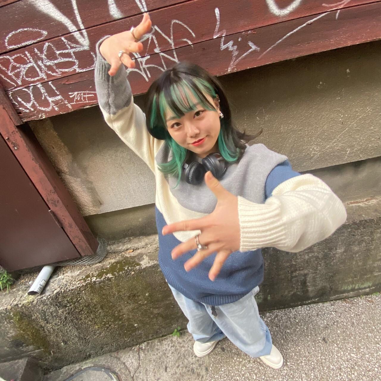 緑髪の女性
